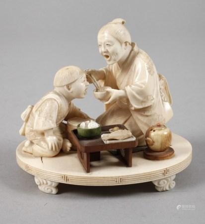 Okimono JapanMeiji-Zeit, ungemarkt, am Boden mit handschriftlichem Klebeetikett undeutlich