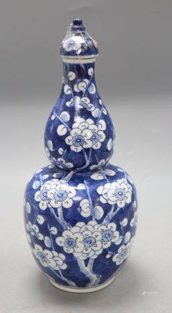 A Chinese blue and white double gourd vase and cover, height 26cmCONDITION: Large chip to the