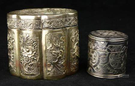 (lot of 2) Chinese silver box, the lobed cylindrical form, t