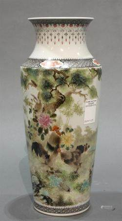 Large Chinese Famille Rose porcelain vase with roosters