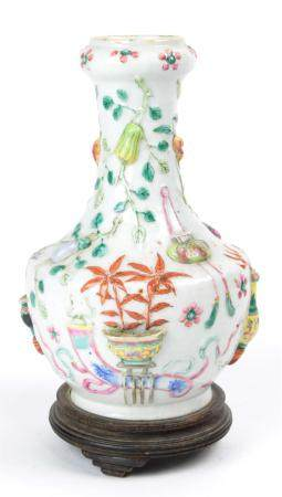 Chinese Famille Rose vase with garlic bulb neck and decorate