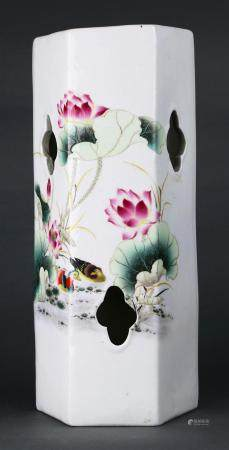 Chinese Famille Rose porcelain hat stand, the hexagonal side