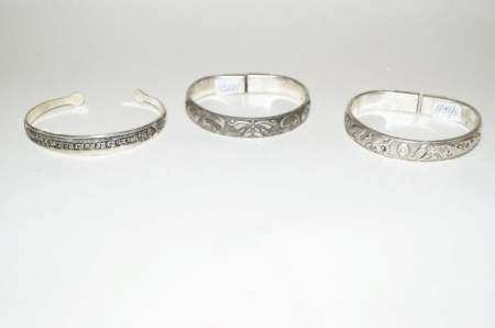 Three Chinese silver carving bangles