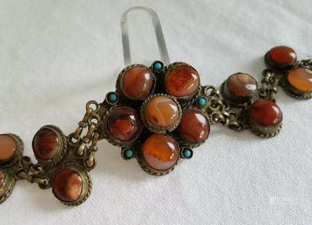 Middle Eastern link bracelet with large round Agate