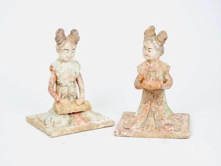 Paire de Musiciennes Terre cuite à engobe polychrome  Dynastie Tang, 618-907 ap J. - C. H 22 cm
