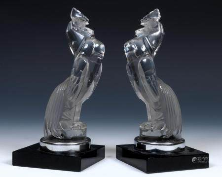 René Lalique (1860-1945), Serre Livres Coq Houdan, a pair of clear and frosted glass mascot bookends