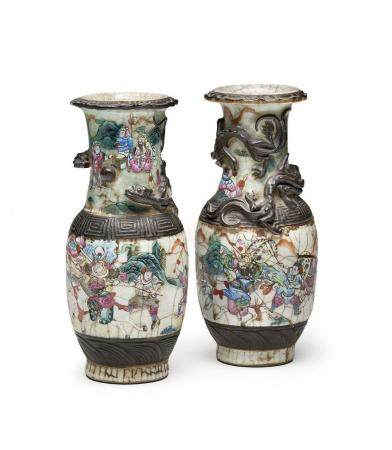 PAIR OF PORCELAIN BALUSTER VASES CHINA, EARLY 20TH CENTURY