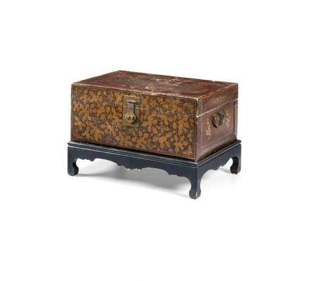 LACQUERED AND GILT WOOD CHEST