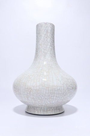 A Chinese Guan-Type Glazed Porcelian Vase,Qing Dynasty