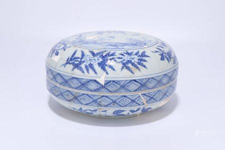 A Chinese Blue And White Porcelain Round Box,Ming Dynasty