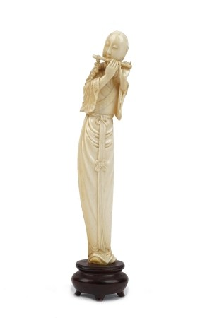 A Chinese ivory figure of a musician, early 20th century,