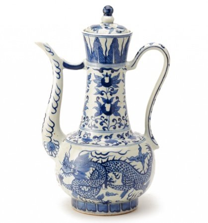 A LARGE BLUE AND WHITE PORCELAIN EWER