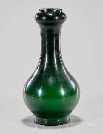 CHINESE GREEN BEIJING GLASS GARLIC MOUTH VASE