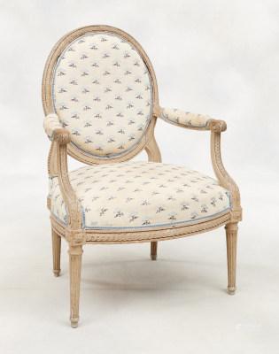 D'époque et de style Louis XVI.
