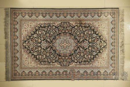A Chinese Hand-Woven Wool Tapestry,Qing Dynasty