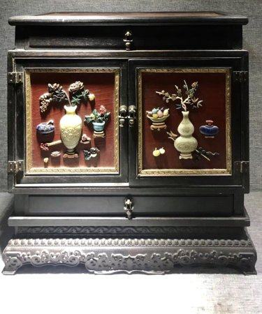 A Chinese Fine Gems-Inlaid Collection Box