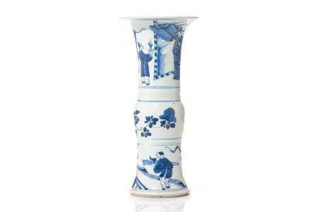 CHINESE KANGXI BLUE & WHITE PORCELAIN GU VASE