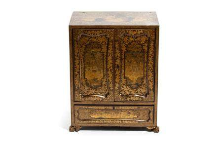 CHINESE CANTON EXPORT GOLD & BLACK LACQUER CABINET