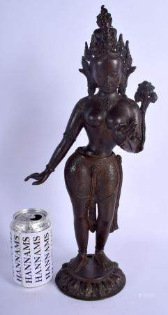 A GOOD LARGE 18TH CENTURY INDIAN NEPALESE BRONZE FIGURE OF A