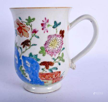 A LARGE 18TH CENTURY CHINESE EXPORT FAMILLE ROSE TANKARD Qia