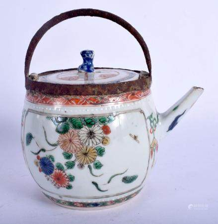 A 17TH/18TH CENTURY CHINESE FAMILLE VERTE TEAPOT AND COVER K