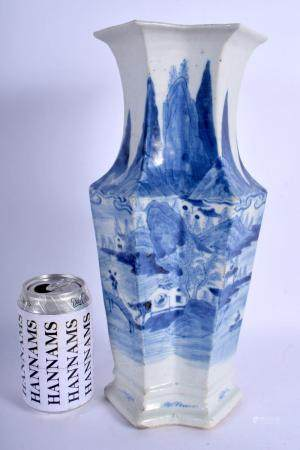 AN EARLY 19TH CENTURY CHINESE BLUE AND WHITE LOZENGE SHAPED