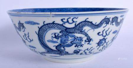 A 19TH CENTURY CHINESE BLUE AND WHITE PORCELAIN BOWL Qing, b