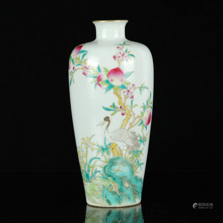 A CHINESE FAMILLE ROSE PEACH&CRANE PAINTED PORCELAIN VASE