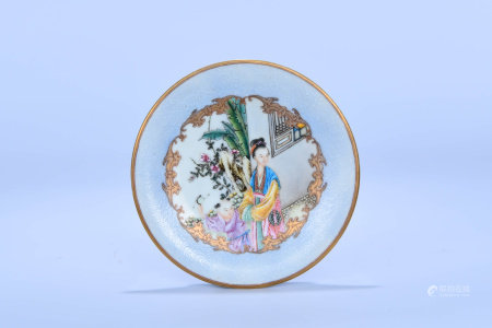 A CHINESE ENAMEL FIGURE PAINTED PORCELAIN PLATE