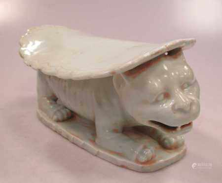 A Chinese green glazed head rest with feline support, 12cm high