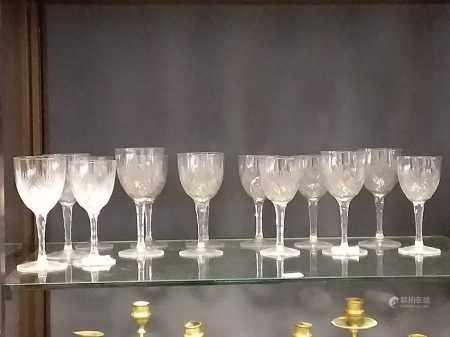 Suite of glassware