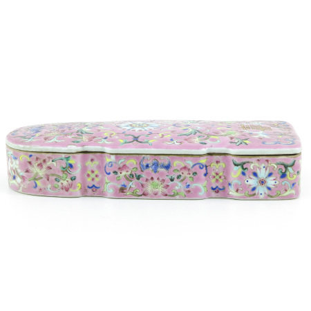 A Famille Rose Covered Box