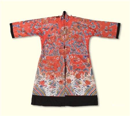 清代(1644-1911) 红地龙纹女袍