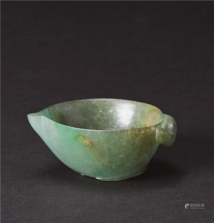 清代(1644-1911) 翡翠雕寿桃形水盂