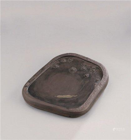 清代(1644-1911) 高凤翰 玉带端石雕喜从天降纹祥云边诗文砚