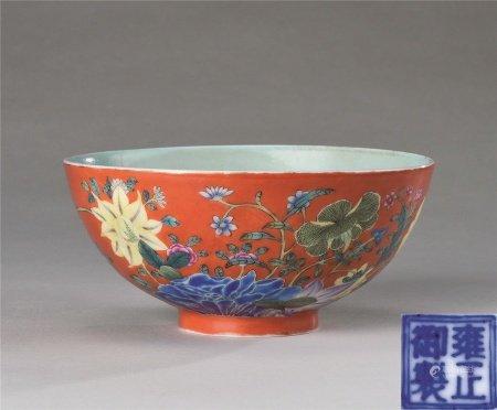 民国作 珊瑚红地花卉纹碗