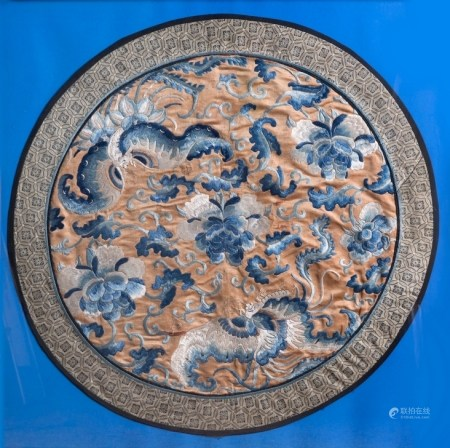 A CHINESE SILK EMBROIDERED ROUNDEL