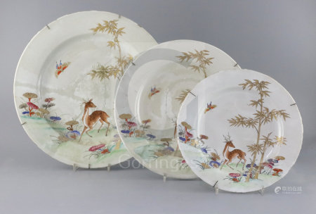 Three graduated Chinese famille rose 'deer, bamboo and lingzhi' dishes, Qianlong period (1736-95),