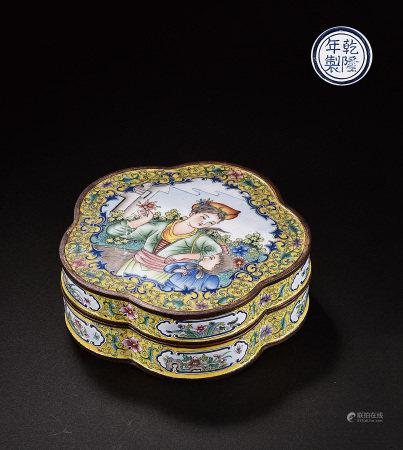 銅胎琺瑯彩人物花形盒