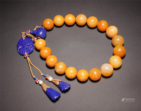 A CHINESE EIGHTEEN BEADS TIANHUANG BRACELET