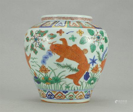 A CHINESE PORCELAIN WUCAI FISH AND SEAWEED PATTERN JAR