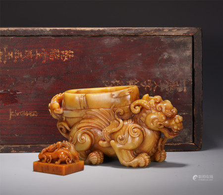 A CHINESE TIANHUANG BEAST SHAPED ZUN AND SEAL