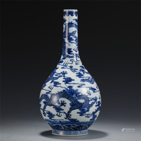 CHINESE BLUE AND WHITE DRAGON PATTERN BOTTLE VASE