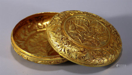 CHINESE GILT BRONZE CIRCULAR BOX AND COVER INSCRIBED WITH FLOWER