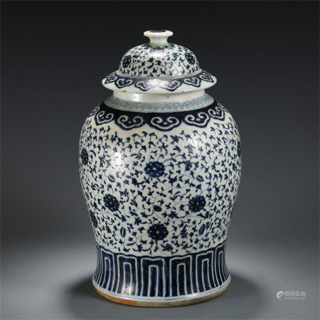CHINESE BLUE AND WHITE PORCELAIN FLOWERS PATTERN LIDDED VASE