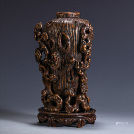 CHINESE AGALWOOD VASE WITH RELIEF-DECO LINGZHI PATTERN