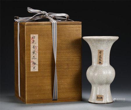 AN ANCIENT CHINESE PORCELAIN CRACKED GLAZE FLOWER GU VASE