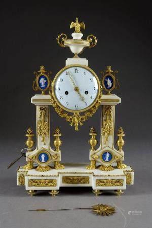 Pendule Portique d'époque Louis XVI.