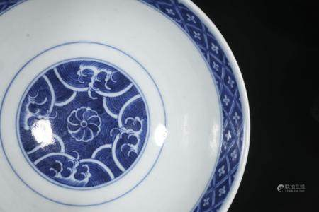 Qing Jiaqing blue and white crane grain bowl, There was a sm