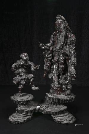 Qing Dynasty Sculpted figures in a burl